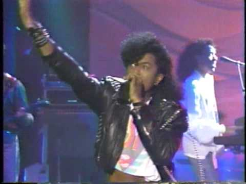 Don't Disturb This Groove - The System (Rare live performance)