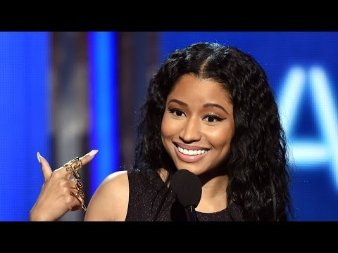 Nicki Minaj Throws Shade at Iggy Azalea at BET Awards