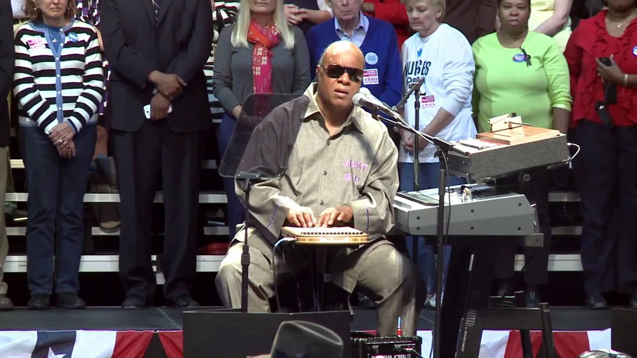 Stevie Wonder Opens Up to Concert Crowd about His New Instrument, the Harpejji - YouTube