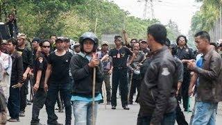 Ormas Menyerang Buruh, Belasan Terluka di Kawasan Indutri Cikarang Bekasi view on youtube.com tube online.