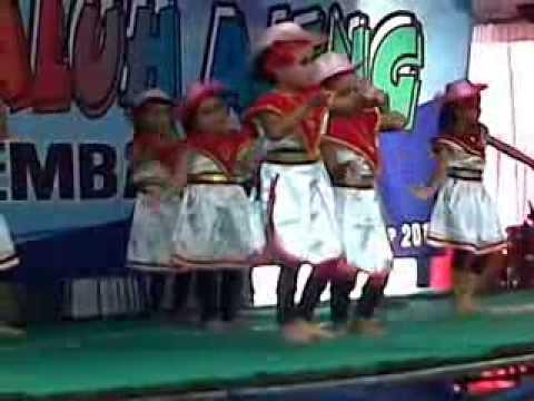 dedek queensa perform nari di ajang pentas seni tahunan sanggar tari galuh ajeng kabupaten rembang