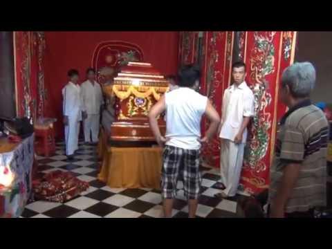 Đám Tang Nghệ sĩ Chính Nhân : Lể Nhập Quan .