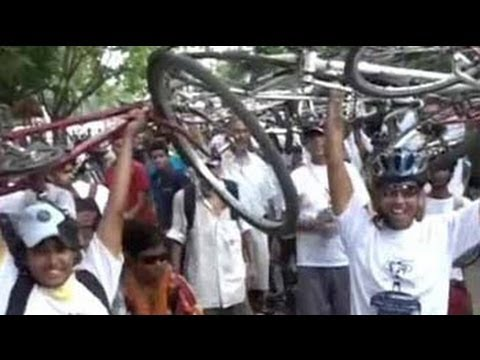 In Kolkata, thousands protest ban on biking on key roads