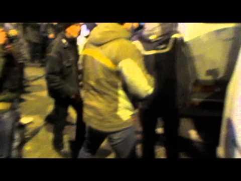 Митингующие за Россию напали на антивоенный митинг