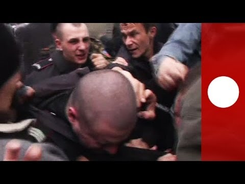 Brutal clashes in Donetsk: Riot police stoned and punched by pro-Russian separatists