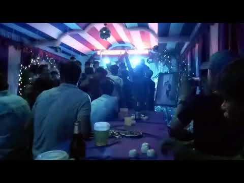 Thanh niên 18+ nhảy cực xung trong đám cưới.