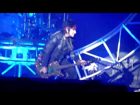Motley Crue - Saints of Los Angeles (Live @ The M.E.N Arena, Manchester, UK, Dec 2011) [HD]