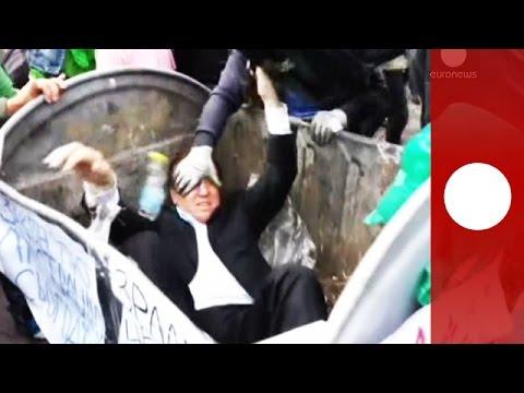 أوكرانيا -إلقاء برلماني في حاوية أزبال