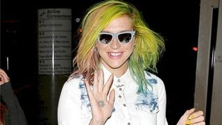 Kesha Shows Off Weird Green Hair