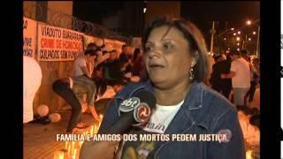 Amigos e parentes de mortos em trag�dia de viaduto fazem protesto noturno em BH