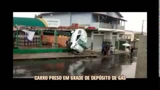 Flagrante: carro fica escorado em grade de dep�sito de g�s no Bairro Tupi