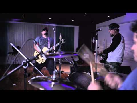 Raimundos - Baculejo (Clipe oficial) online metal music video by RAIMUNDOS