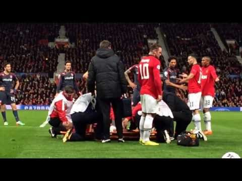 Robin van persie injured in champion league vs olympiacos and got carried out of pitch