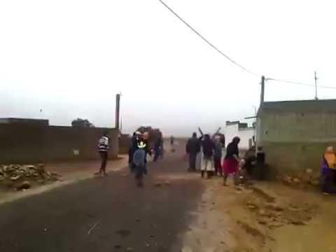 مقاتلة بين عائلتين مغربيتين: إغماءات و ضرب بالمعاول و الحجارة