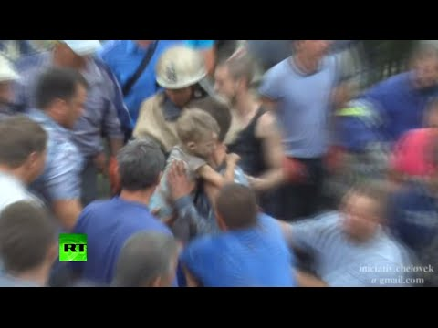RAW: 7yr old miraculously pulled from rubble of airstrike in E.Ukraine