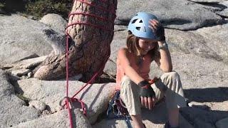 طفلة في العاشرة من العمر تتمكن من تسلق