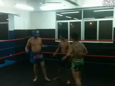 A crazy brawler challenges a Muay Thai instructor and got knocked out in 30 seconds