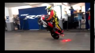Yamaha R25 Stunt Stunts On Yamaha R25 yamaha R25