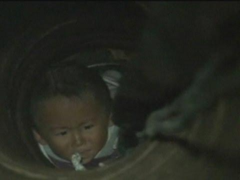 انقاذ طفل من بئر في الصين