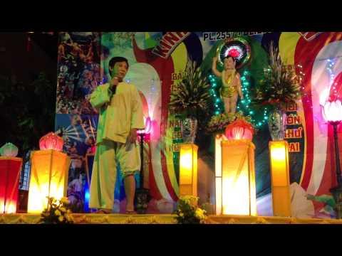 Kiều Oanh Lê Tín tại Đại Lễ Phật Đản tại Chùa Đồng Tâm năm 2013