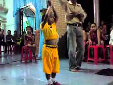 Bé 3 tuổi nhảy múa như nghệ sĩ