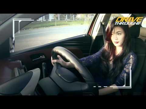ถ้าต้องการขับรถทางตรงผ่านสี่แยก ต้องเปิดไฟผ่าหมาก ถูกต้องหรือไม่?