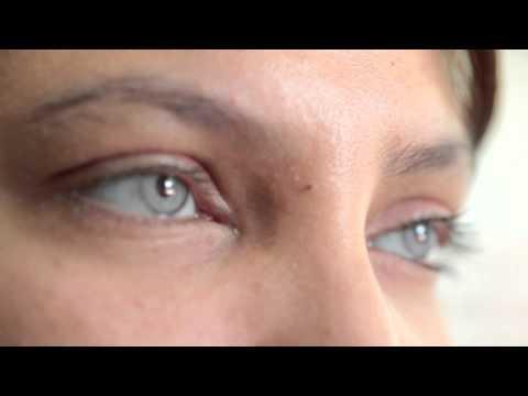 Cirugía para cambiar su color de ojos para siempre