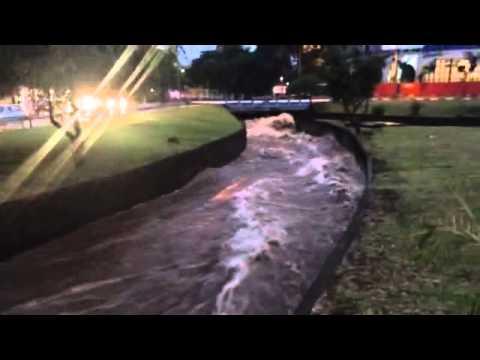 Vídeo Córrego na região da USP quase transborda com chuva