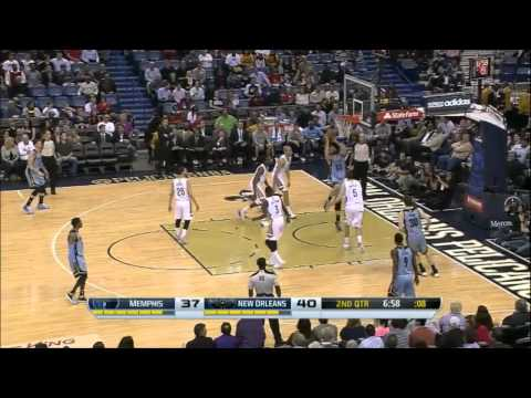 Marc Gasol uses the quick spin move to get the easy dunk attempt - Grizzlies @ Pelicans 12-3-14
