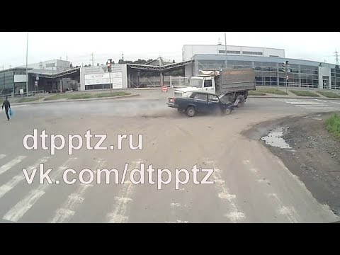 Утром на Шуйском шоссе столкнулись грузовой и легковой автомобили