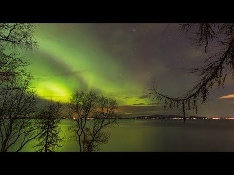 Bắc cực quang rực rỡ trên bầu trời Trondheim, Na Uy