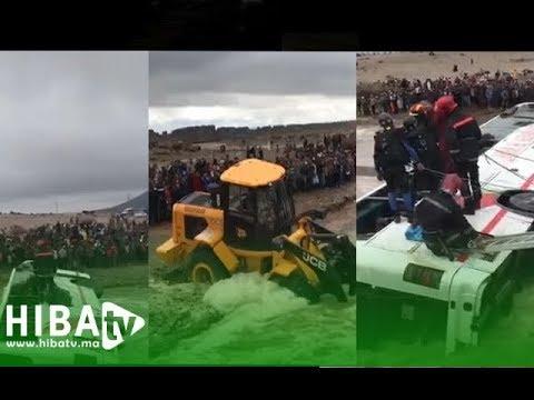 محاولات إخراج الحافلة التي غرقت بواد بمراكش