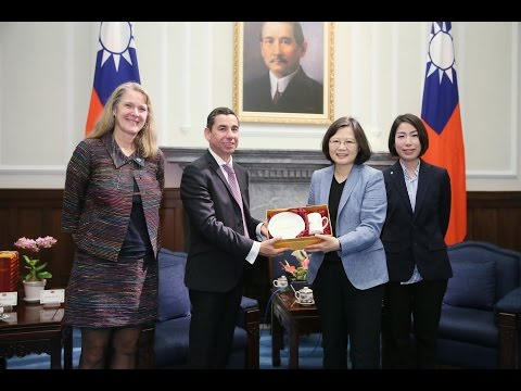 President Tsai meets Fairtrade International CEO Dario Soto Abril