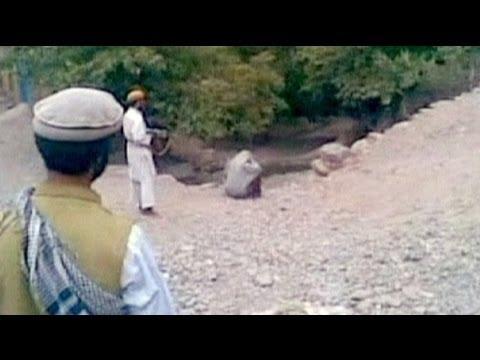 image vidéo اعدام امرأة من قبل جماعة القاعدة +18