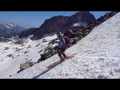 Ascensión y descenso con esquís del Turón de Neouvielle en verano