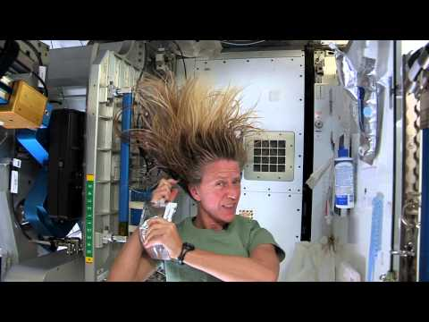 Washing Hair in Space - Astronaut Karen Nyberg explains how to wash and dry your hair in space - Was