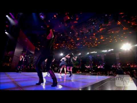 Rihanna - Umbrella (Live) at The World Music Awards -22-11-2007- (HDTV 720p)
