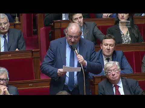 M. Bernard Perrut - Difficultés des élus locaux
