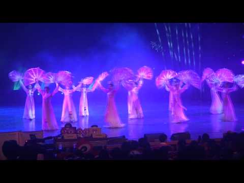 2013 Zhangjiajie Music Festival - Chinese Fan Dance