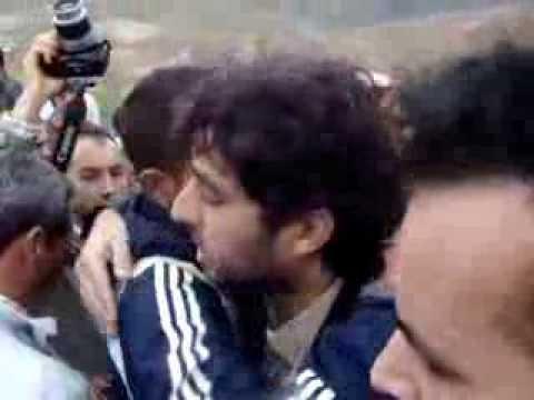 المعتقل البقالي يحضر جنازة والده
