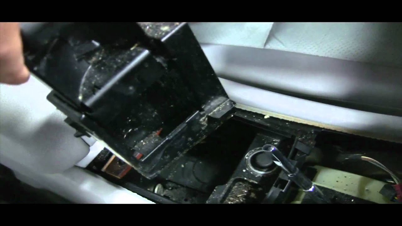 Benzwerks C Class Center Console Removal Part 1 Of 2 Youtube