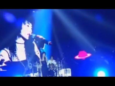 Maggie Cheung張曼玉2014草莓音樂節現場演唱甜蜜蜜 難聽到你不聽簡直是損失!
