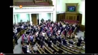 Deputații votează pentru scoaterea militarilor de pe Maidan