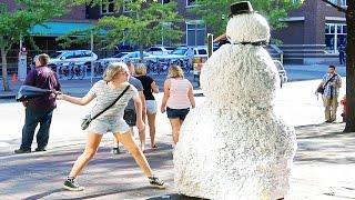 Snehuliak v uliciach
