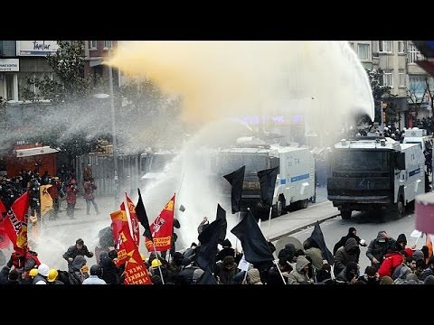 Turkey: clashes between police and protesters after funeral of teenager Berkin Elvan,