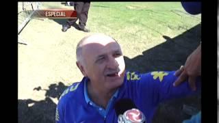 Dadá Maravilha está arrasando na Granja Comary. O técnico da Seleção Brasileira, Felipão, atendeu o Dadá com exclusividade.
