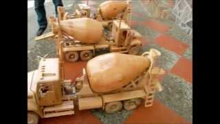 Camiones mezcladores en madera