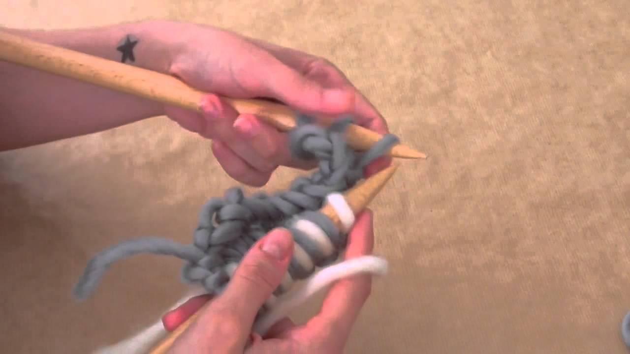 wie strickt man ein zweifarbiges perlmuster we are knitters youtube. Black Bedroom Furniture Sets. Home Design Ideas