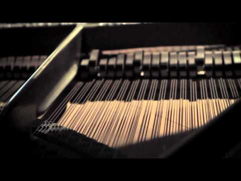 image vidéo Alyssa Reid feat Jump Smokers - Alone Again