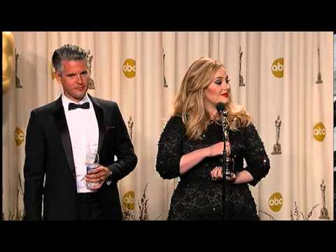 Adele wins Oscar for Skyfall theme